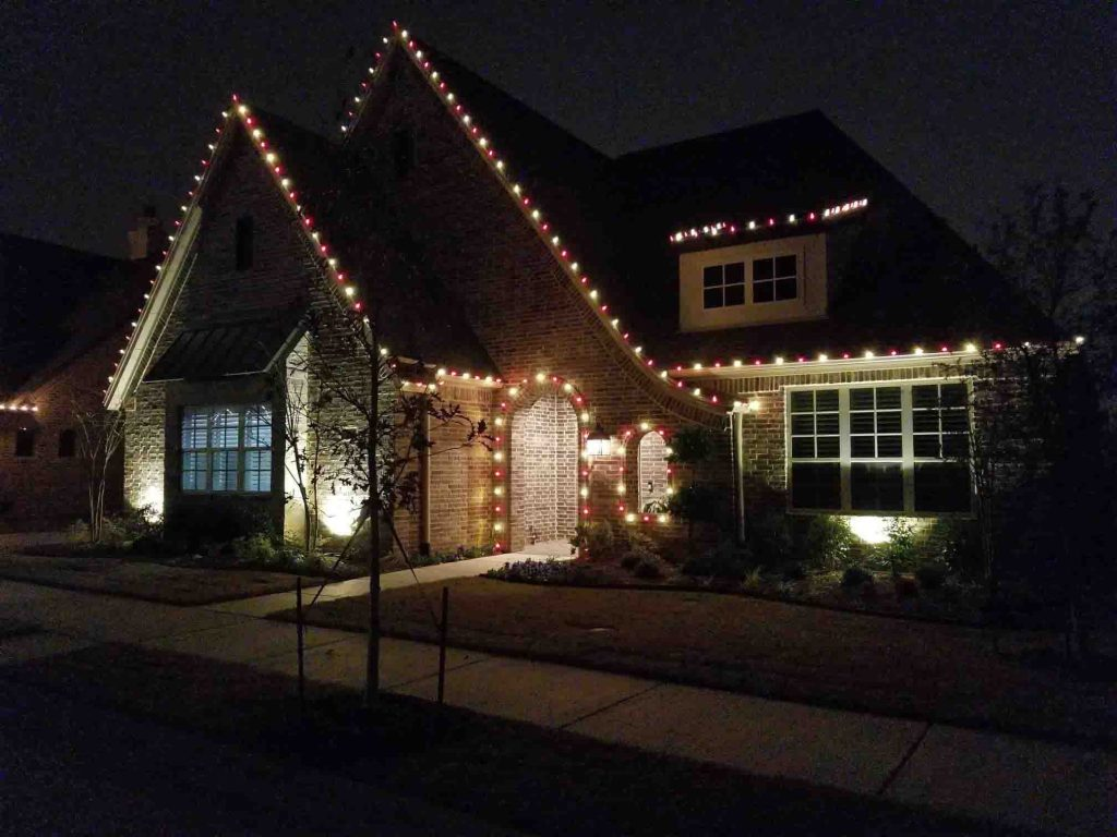 2 Awesome Reasons To Hire A Professional To Install Your Holiday Lights