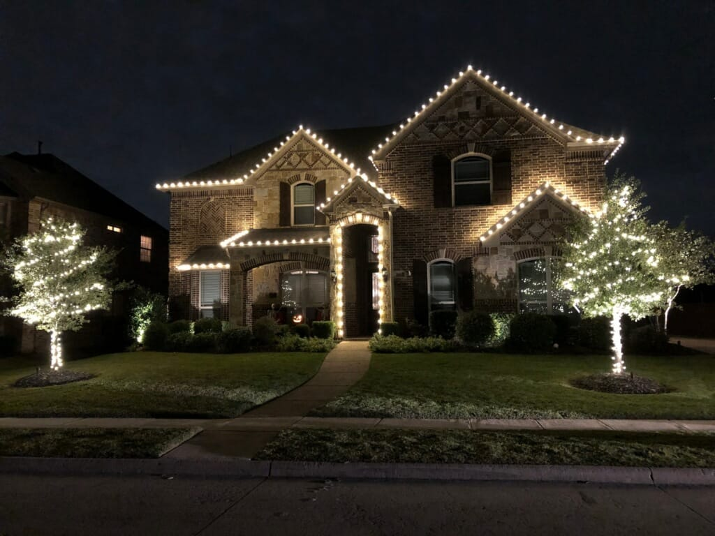 Professional Christmas Light Installation Is the Bright Idea this Season